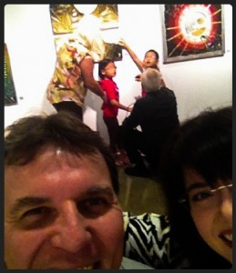 Kids–ALL kids–love to experience new things. Artist Horst Muller kneels down to share his painting with two new arts appreciators. Mike and I surreptitiously snap the pic over our shoulders.